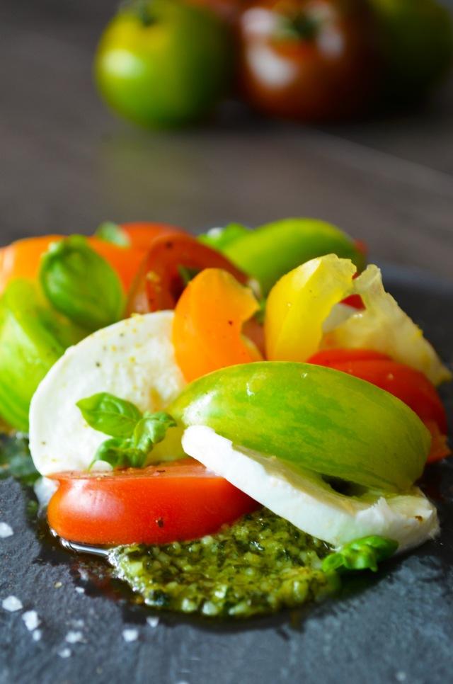 Zoom salade tomate-mozza colorée